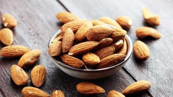 Mandler og nødder er godt mod bumser og uren hud